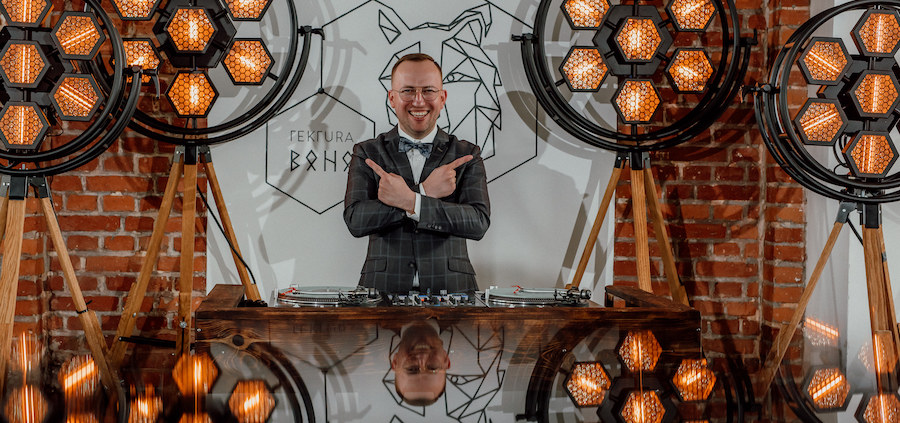DJ na wesele w stylu slow, DJ ze światłami Retro w Tekturze Boho