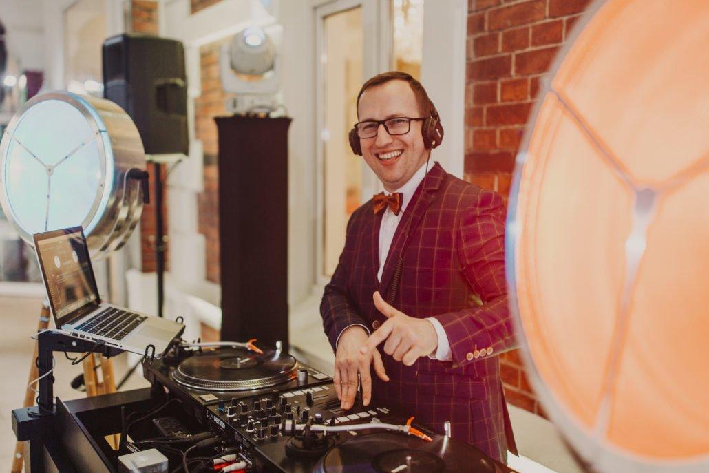DJ na wesele Wrocław | bez disco polo, zabawy oczepinowe z klasą i w dobrym stylu
