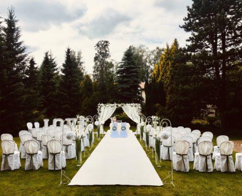 plenerowy ślub, dekoracje na ślub w plenerze