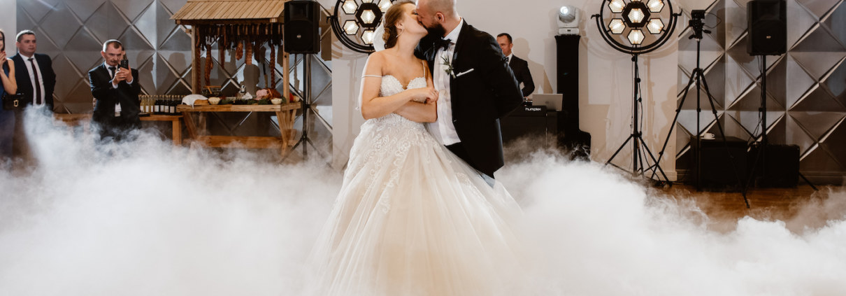DJ na wesele w stylu glamour - taniec w chmurach