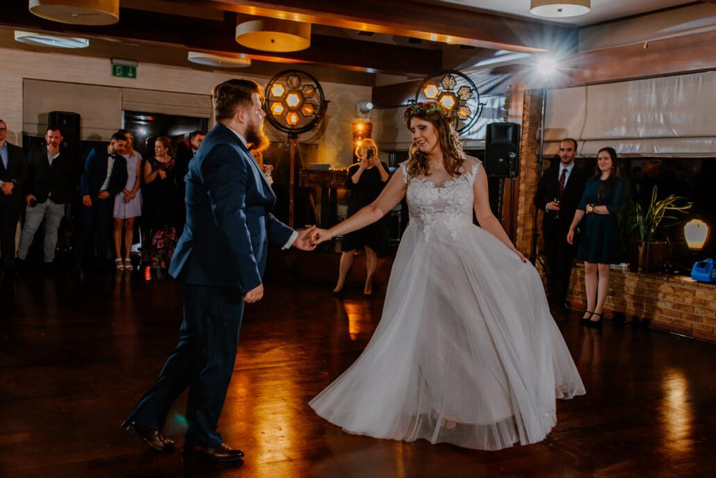 Sala Zbyszko Wiączyń dolny | Pierwszy taniec oświetlenie Portman w stylu RETRO
