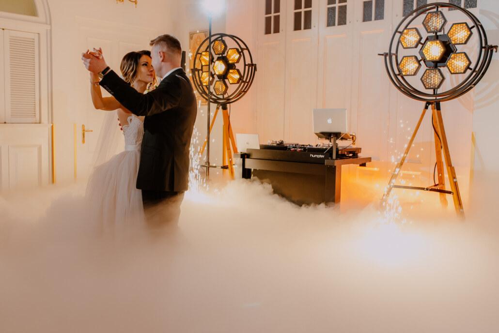 Pierwszy taniec w chmurach | światła firmy Portman