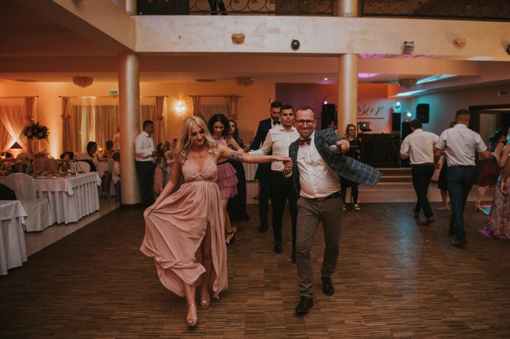 DJ na wesele - tańce animacyjne na perkiecie