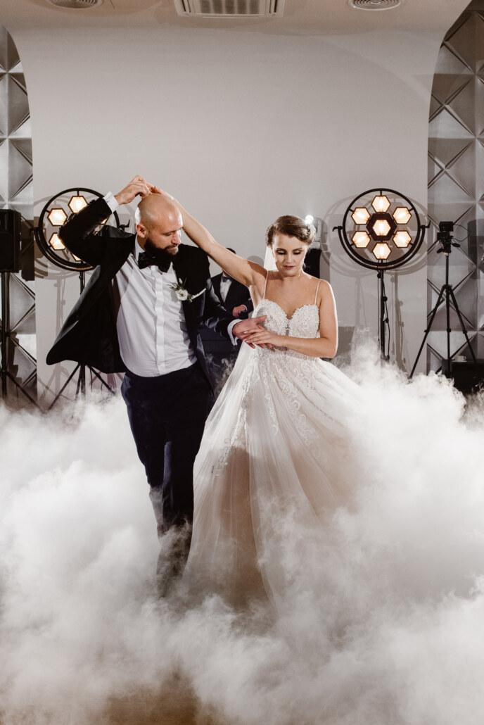 Cudowny pierwszy taniec w chmurach | DJ Lukas wesele w stylu glamour